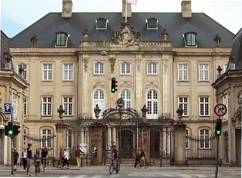 Odd Fellowpalæet eller Schimmelmanns palæ i København, tidligere ejet af Ernst Schimmelmann som var finansminister, modstander af slavetransporter, men som selv ejede slaver og plantager på St. Croix.