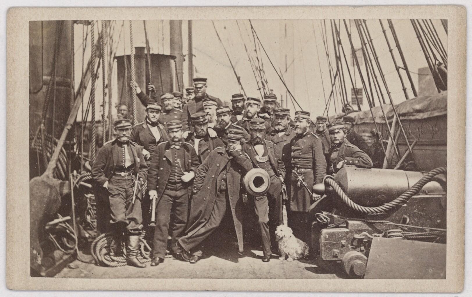 Fregatten Jyllands officerer i 1864. Fregatten deltog i slaget ved Helgoland, hvor den danske flåde sendte fjendtlige fartøjer på flugt. Det Kgl. Bibliotek.